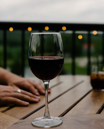 breastfeeding and wine
